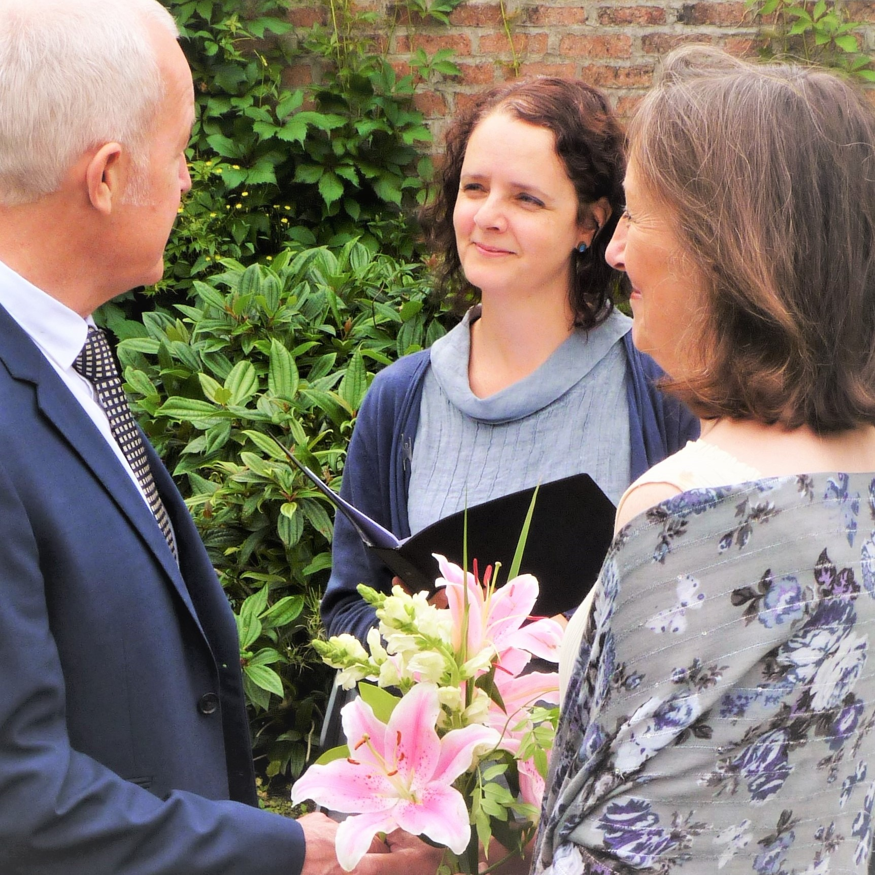 humanist wedding celebrant conduction a ceremony